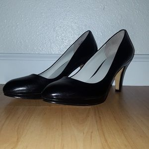 Nine West Black Leather Pump